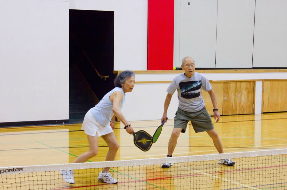 Sally Soo, left, and Ray Soo, right, prepare for a service from their opponents. •Photo by Giraldi Alabanza