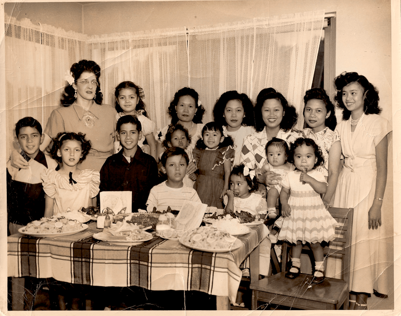 Filipino Family Gathering (1920s-30s). • FANHS Collection
